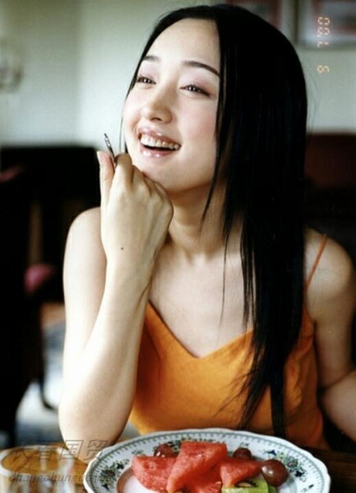 杨钰莹青涩旧照曝光,那时的她竟如此性感妩媚!
