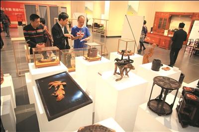36位大师展现匠心木韵 南通红木雕刻及家具获奖作品展开幕