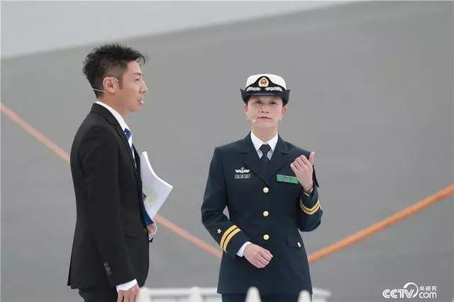 中国第一位女舰长,人生履历让撒贝宁感叹,电视剧都不敢这么拍