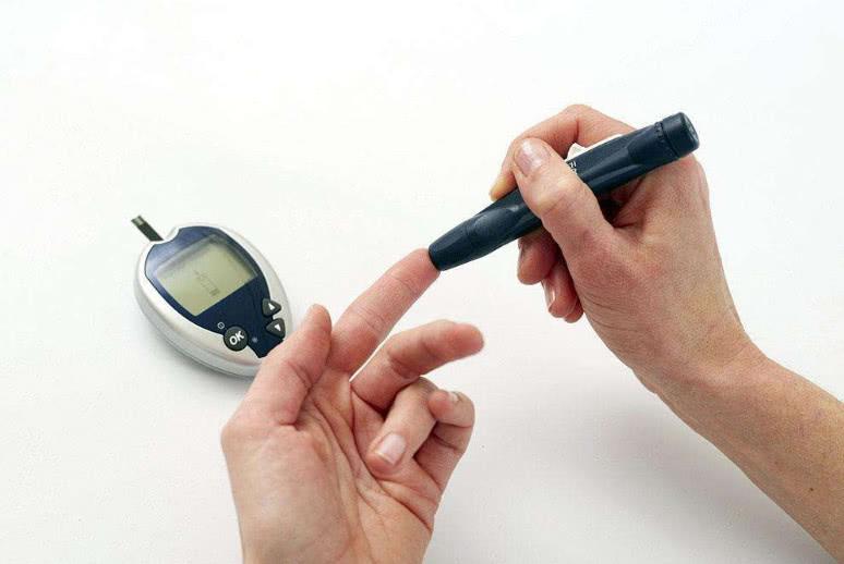 """三种水果吃着不甜,但却是""""升糖高手"""",有糖尿病的人可别吃错了"""