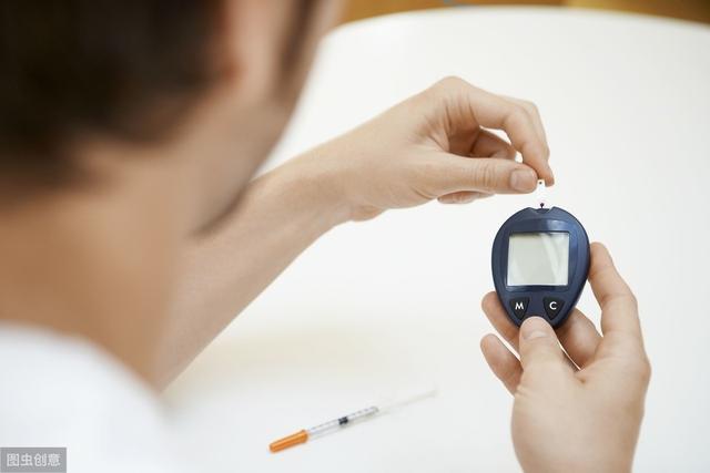 医生忠告:当糖尿病人生活中出现这4种情况时,要第一时间呼120