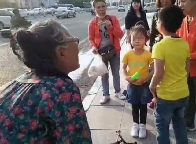 吉林女子带孩子外出游玩 回家时外孙女坐错公交车