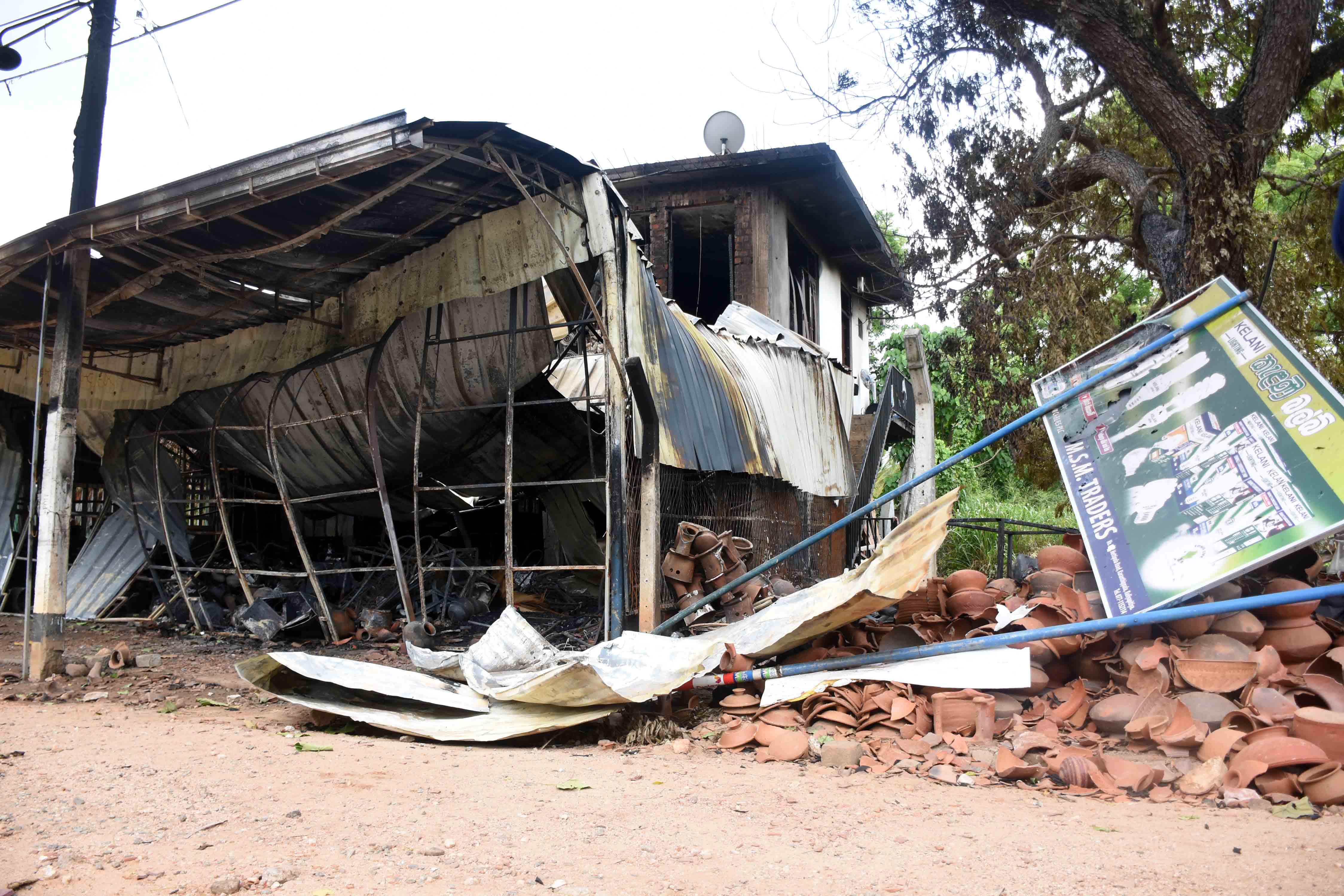 Violence in parts of Sri Lanka - android - Phones Developers -000c34c45e0f4c1998d8e0ebe7dd430d