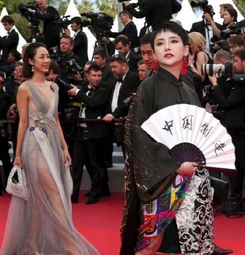 原创            刘涛首次亮相戛纳,礼服暴露腿又短又粗,难怪她有120斤