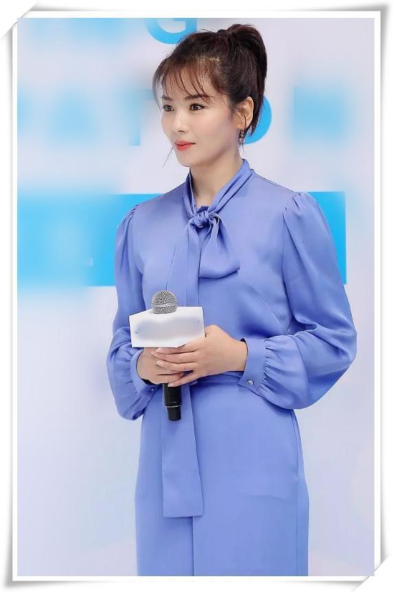 刘涛扎高马尾真有型,一袭蓝色套装气场开挂,美的精致更出众!