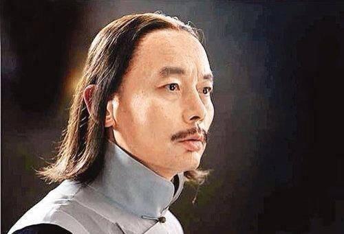 秃如其来的现状,不戴假发的倔强