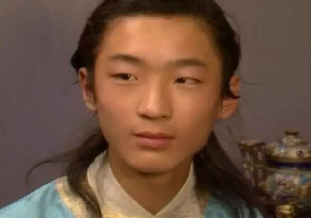 <b>《红楼梦》中12岁的他,因长相丑陋被导演相中,多年后成气质大叔</b>