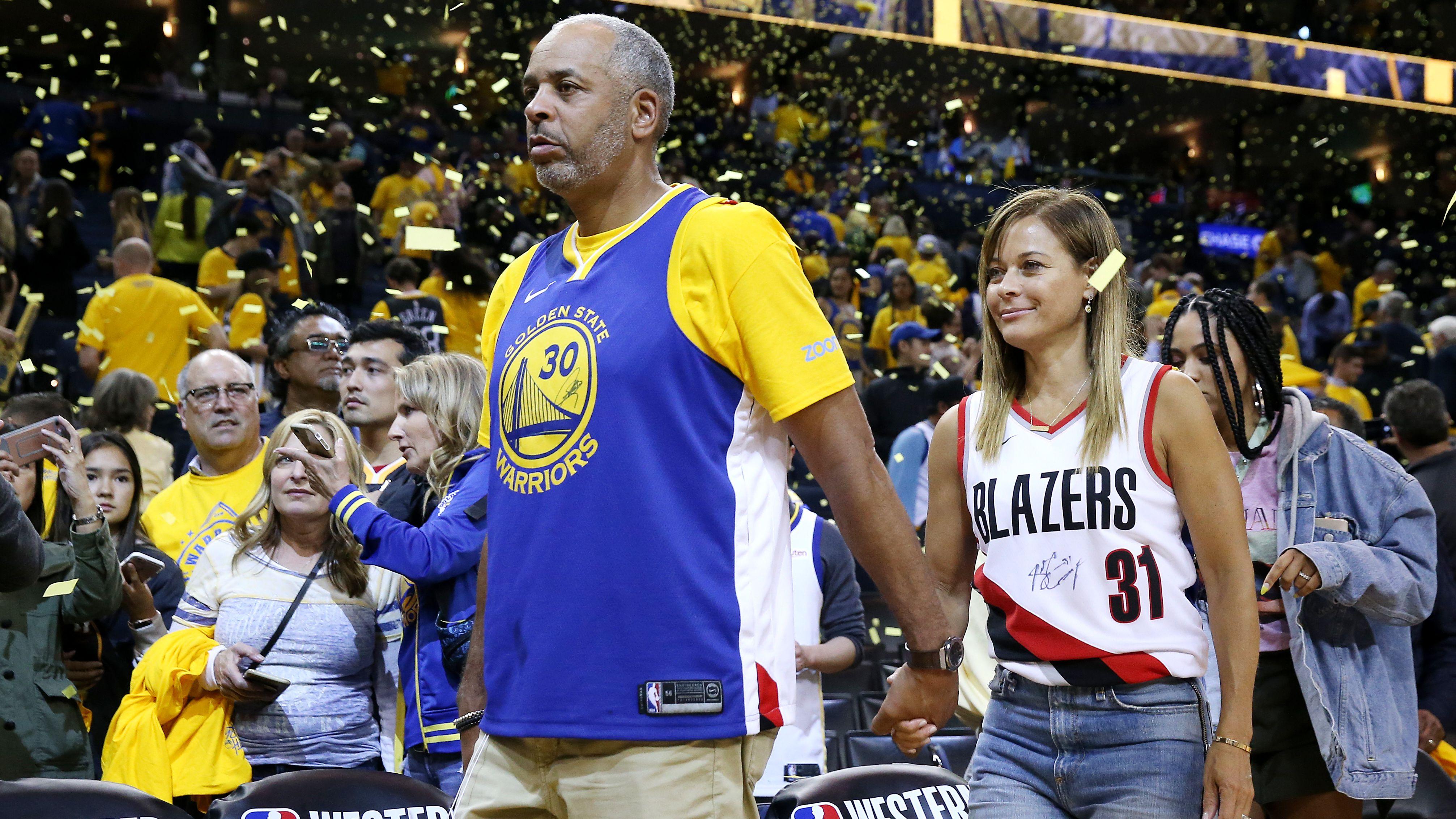 NBA西决首场没悬念,库里家族场内外抢镜