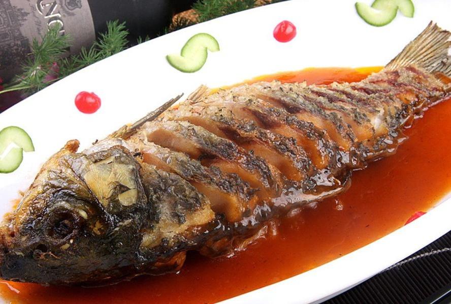 不管煎什么鱼,直接下锅煎是大错特错,先做这1步,不粘锅不破皮