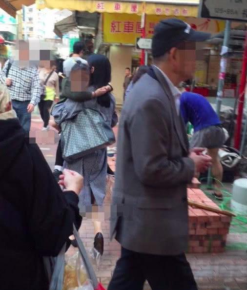 刘德华妻子朱丽倩发福明显,和女儿刘向蕙逛菜市场,获多人保护