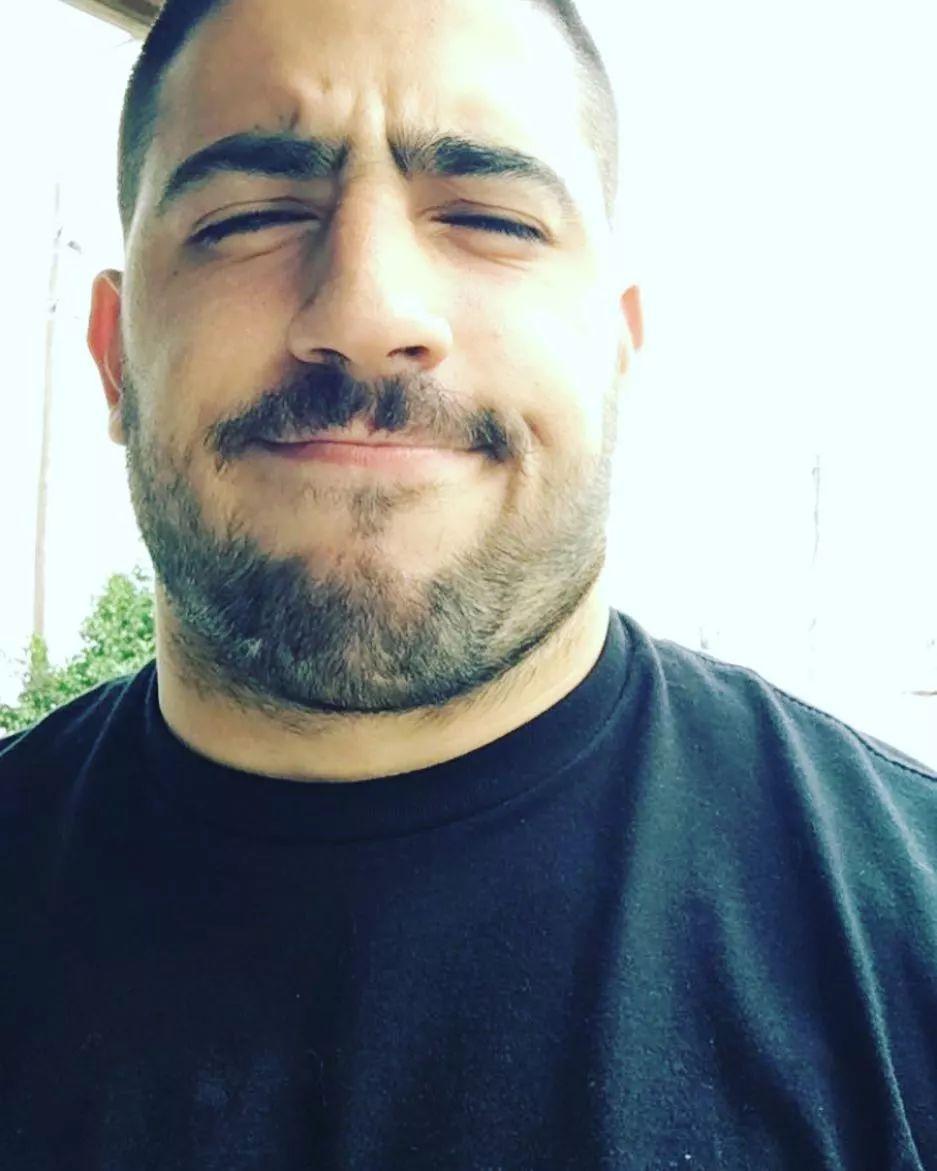 这才是真的熊系帅哥!他体重200斤,不喜熊的我都依然可以!