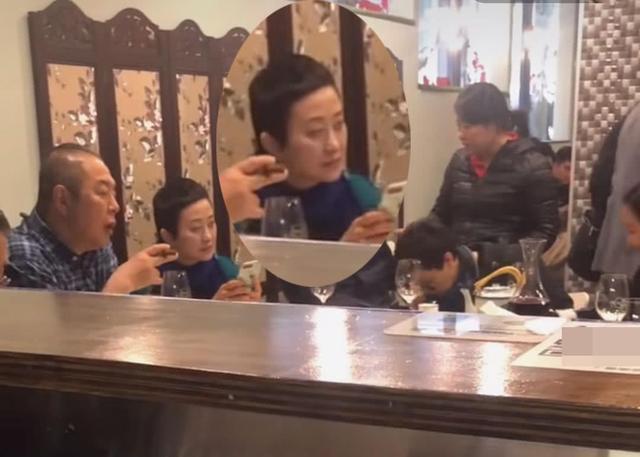 张国立、王刚、张铁林携家眷在澳洲聚餐,张铁林新女友首次遭曝光