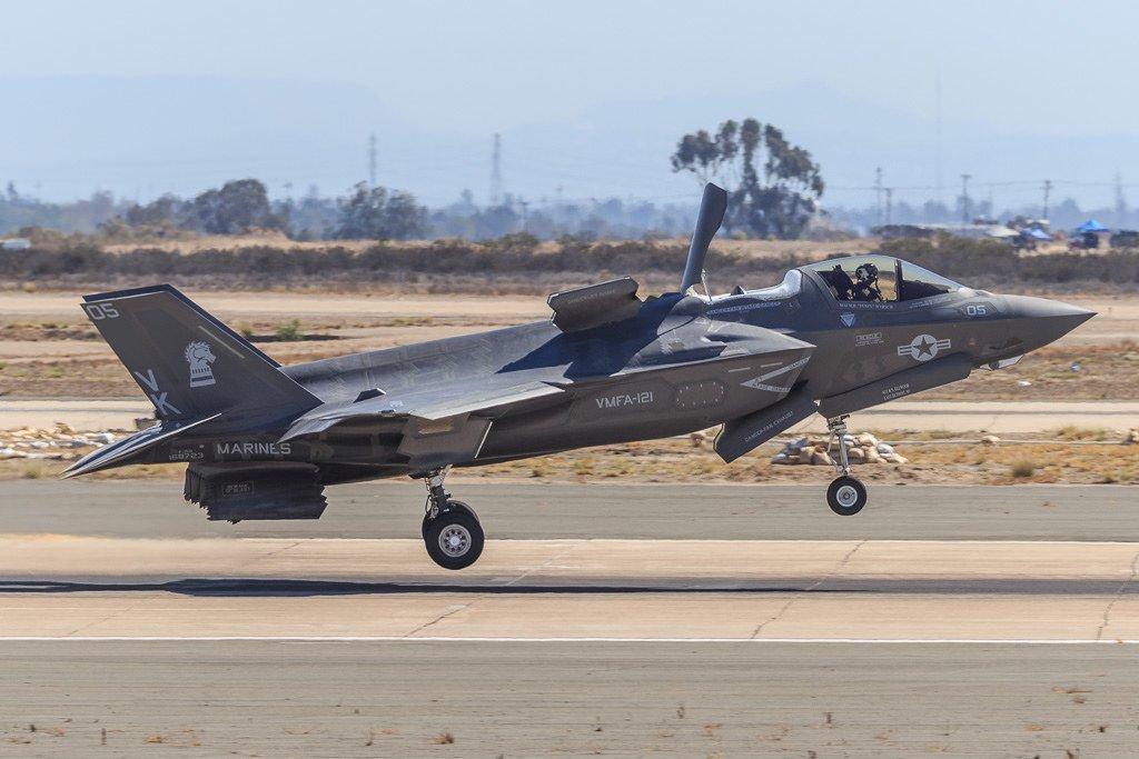 驻日美军F35撞鸟,200万美元