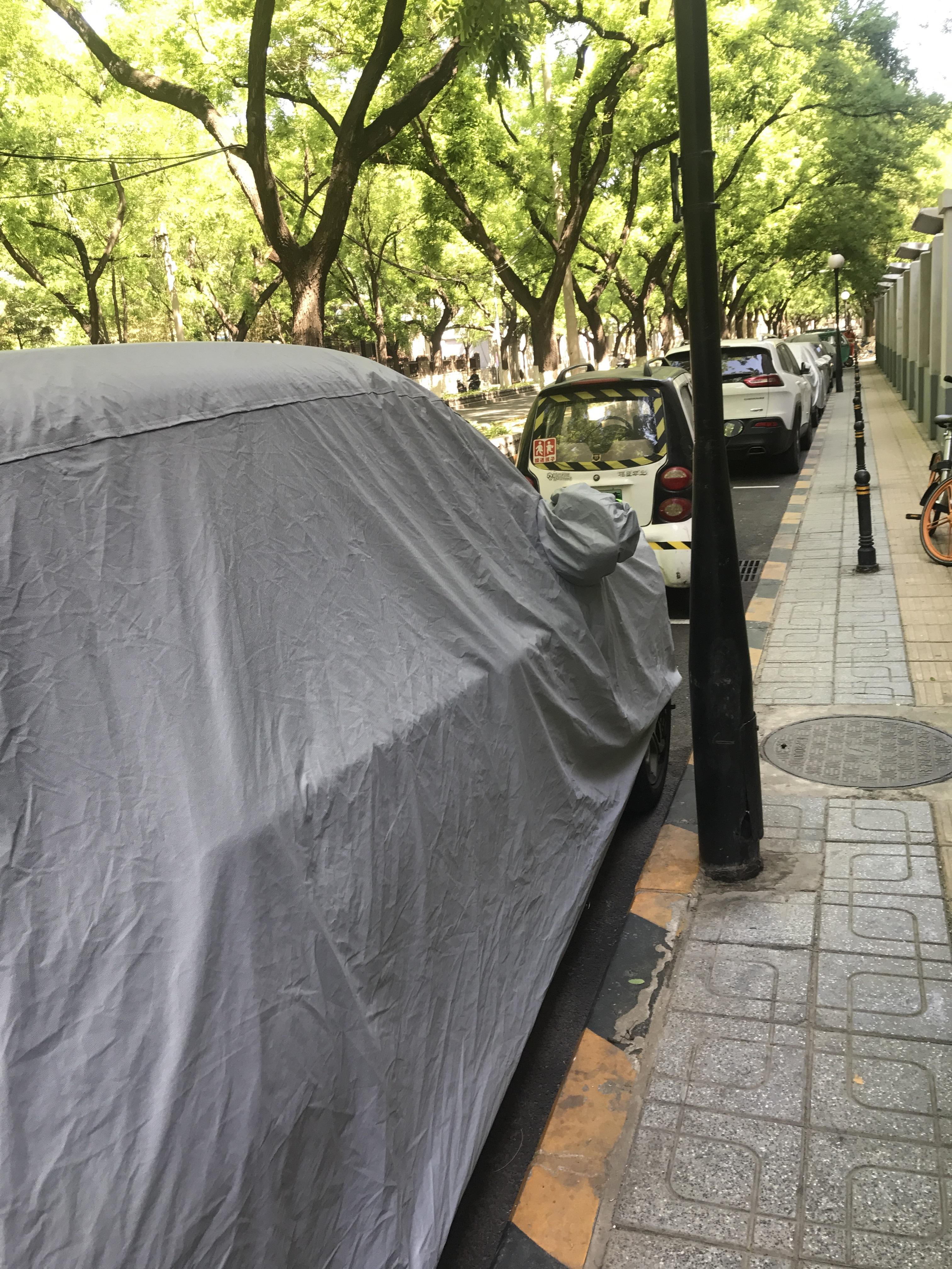 路侧停车位被代步车抢占 街道:现属过渡期实施前会清理
