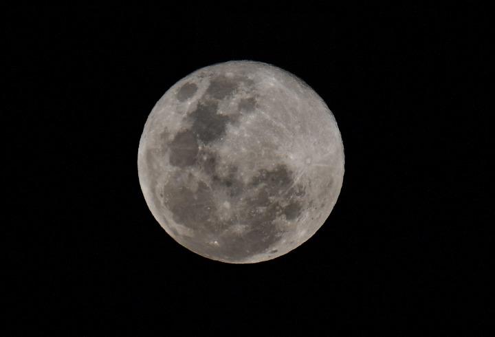 月球像葡萄干一样皱缩 导致月震频发