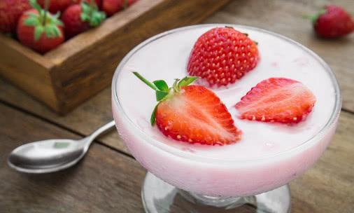 酸奶好喝又有营养,经常喝酸奶时注意以下3点,身体健康才最重要