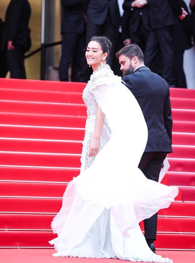 巩俐、刘涛、昆凌亮相戛纳红毯,中国网红赖着不走遭保安驱赶