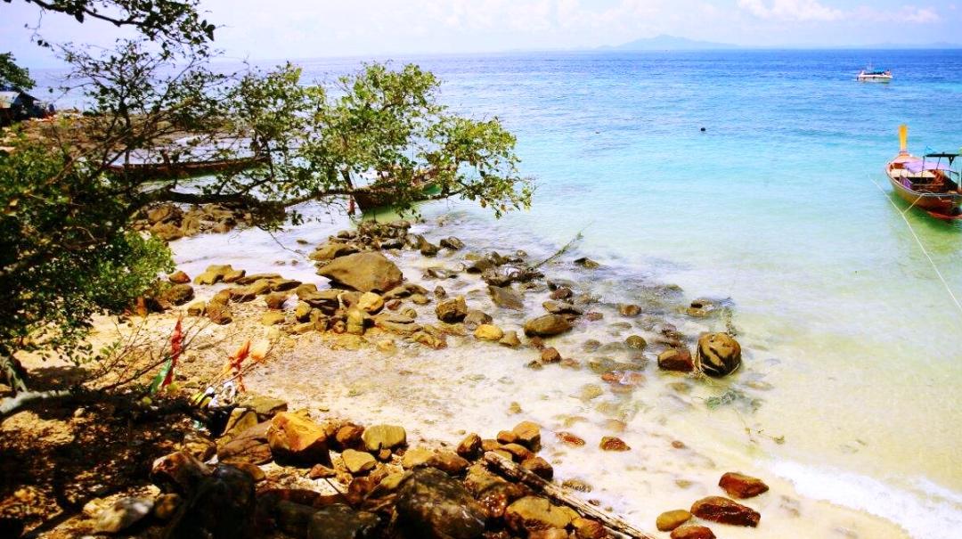 原创             泰国皮皮岛玛雅湾海滩将关闭至2021年,曾是电影《海滩》的取景地
