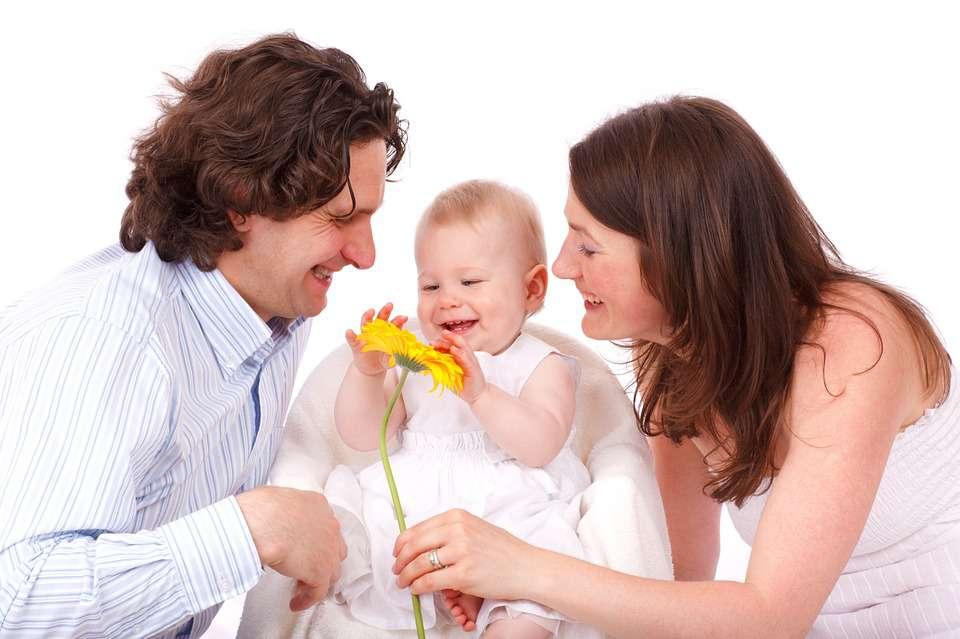 """孩子学说话时你还在教他喊""""爸爸、妈妈""""?这不是聪明,是误导!"""
