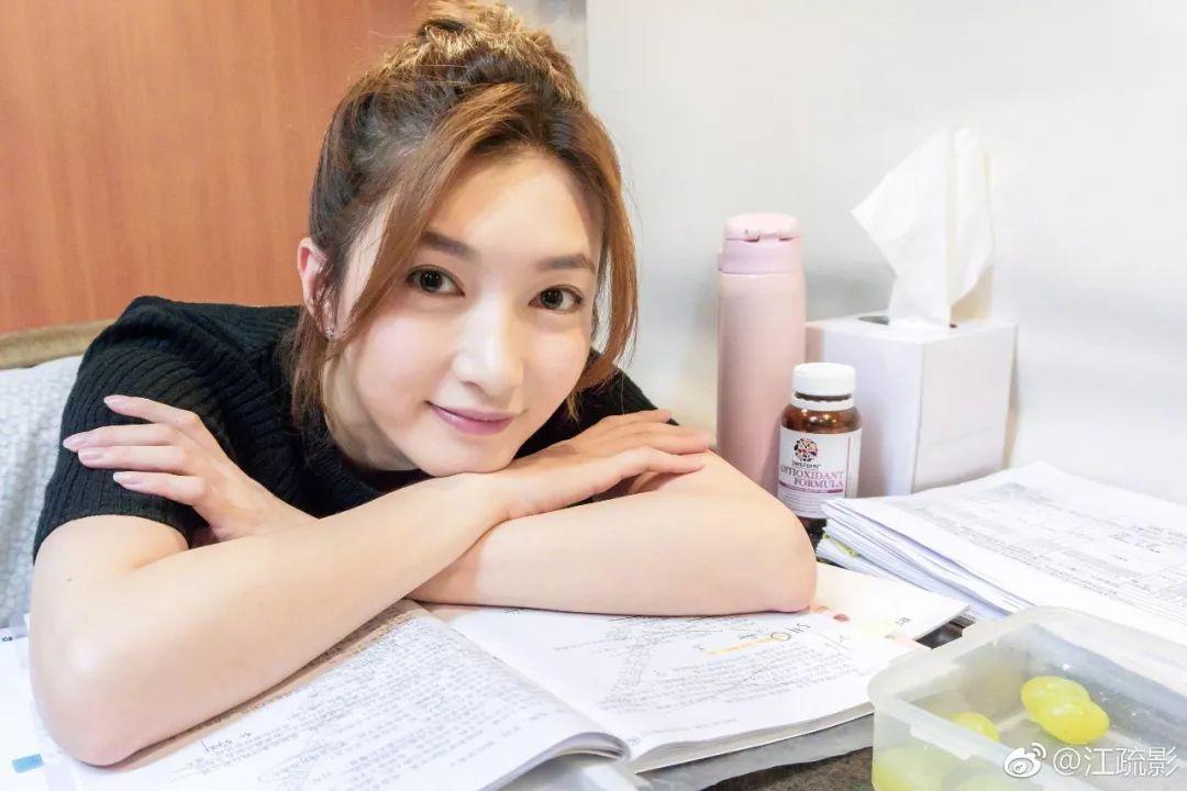 """33岁大女主见偶像变迷妹,""""私生活""""居然甜到齁?"""