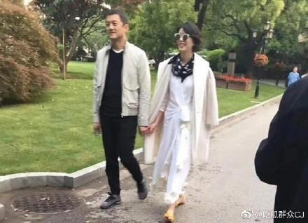离婚六年李亚鹏首次承认新恋情,直言新女友没有五百亿身价!