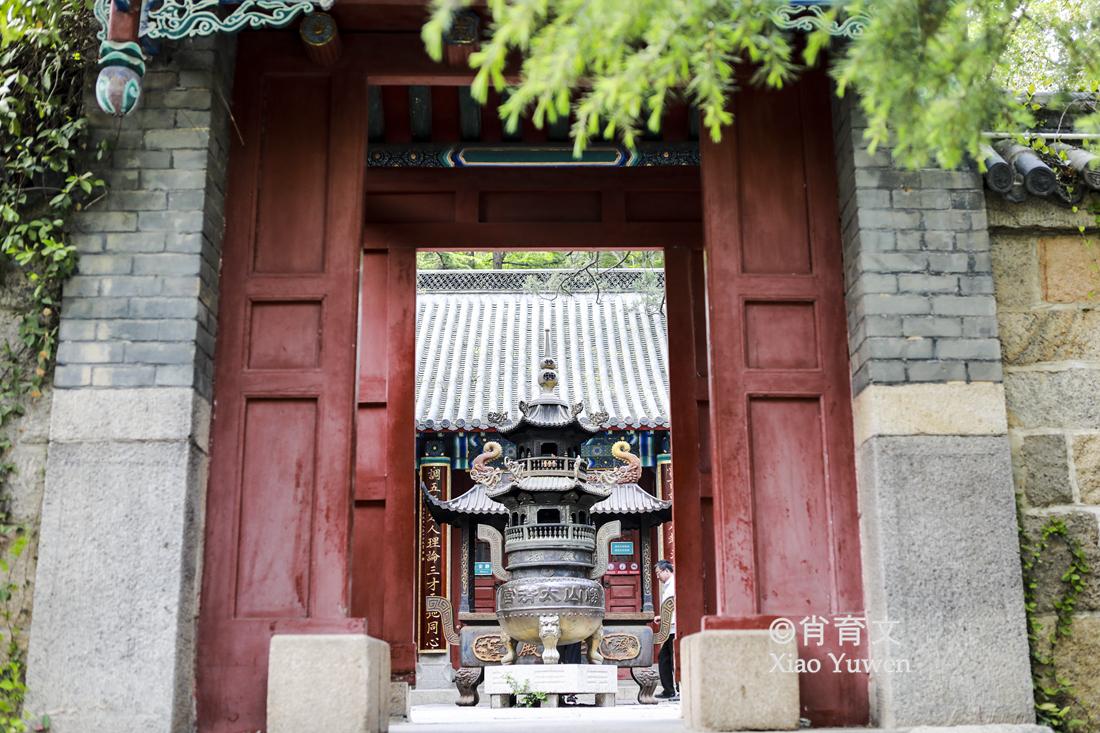原创             我国北方,绝大多数庙堂大门是朝南开的,为什么崂山太清宫朝东开