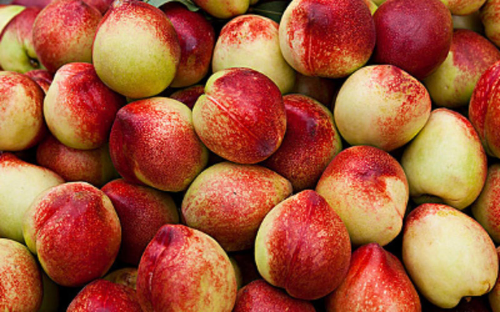 """""""油桃治便秘""""究竟是真是假?油桃的三大功效与禁忌你知道哪个?"""