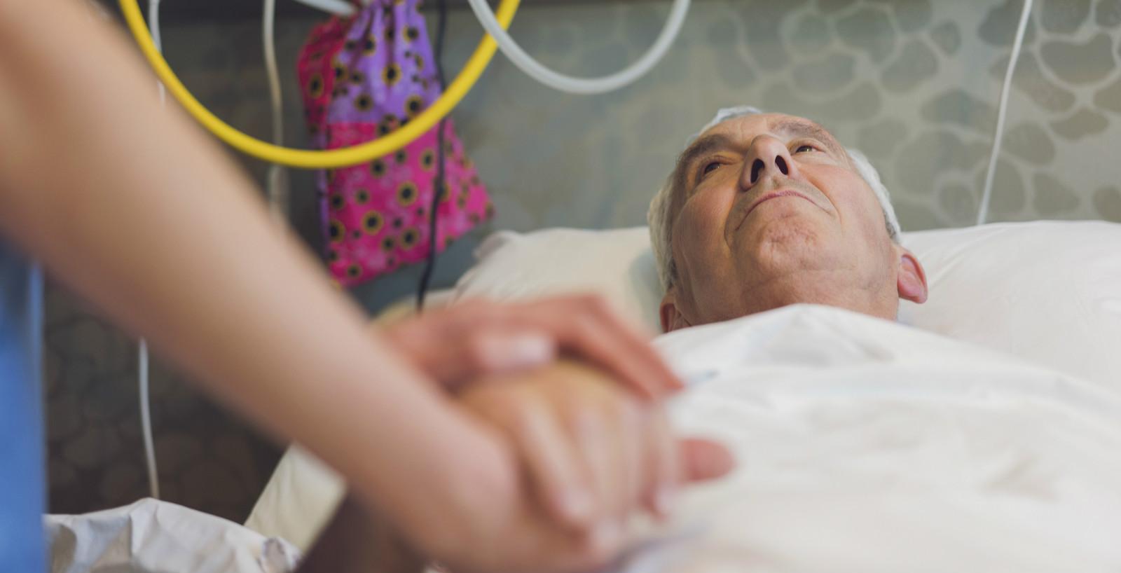 赛博士谈养老   每年有4000万老人摔跤!这些细节可能带来致命风险