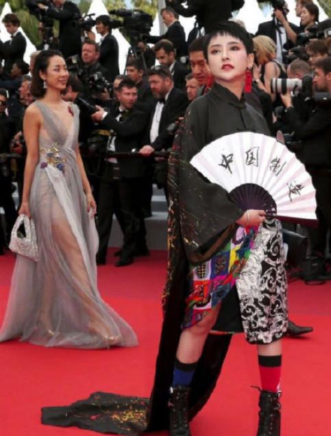 网红戛纳再作妖!蹭红毯狂凹造型无人理,《延禧》中的她直接被赶