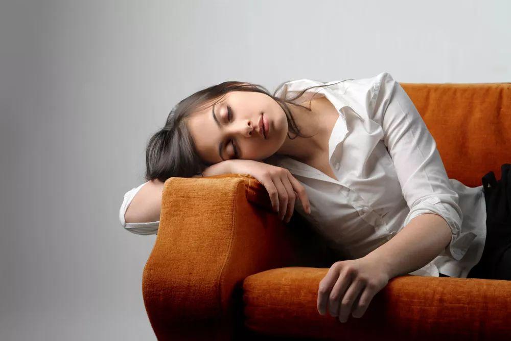 比熬夜还伤身!这9个睡眠误区让你睡不好老得快