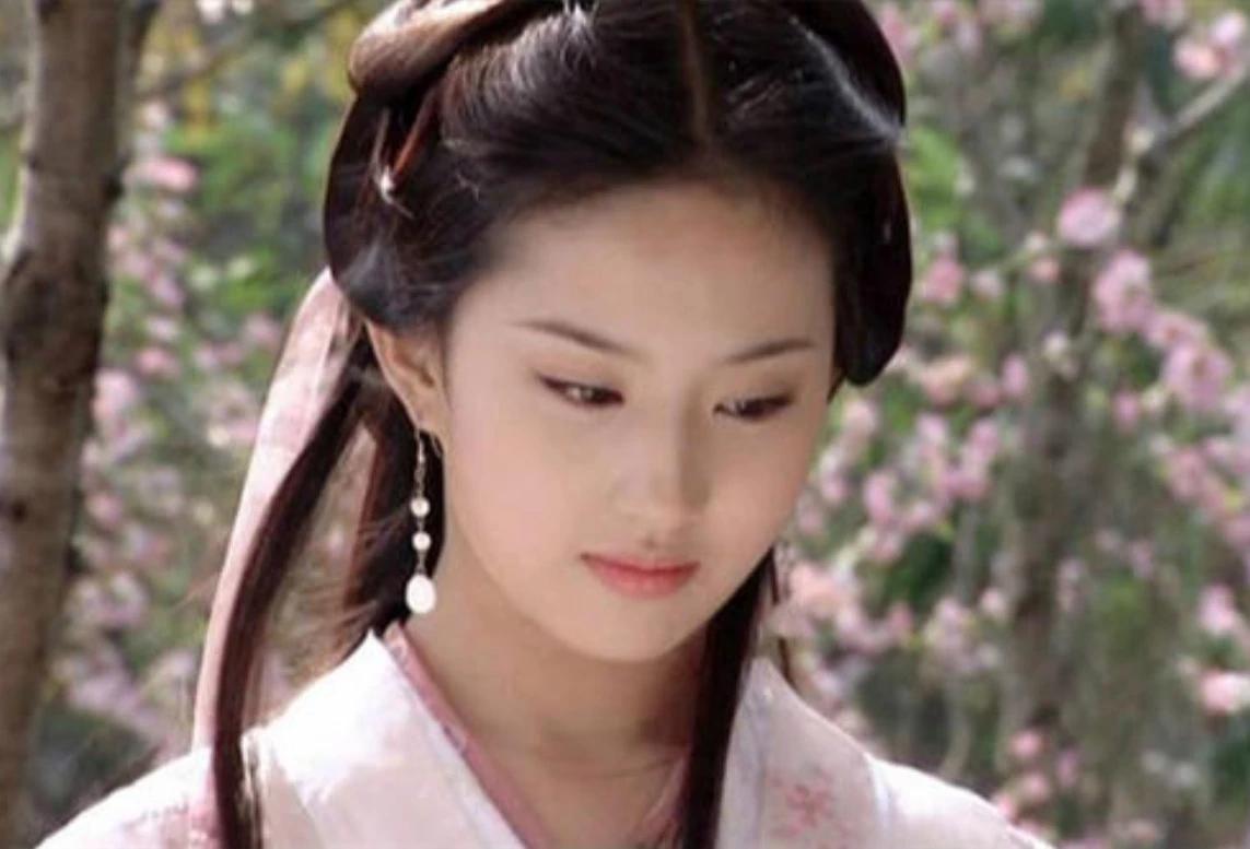 张无忌的正确选择,不是赵敏和周芷若,而是这位神秘美女