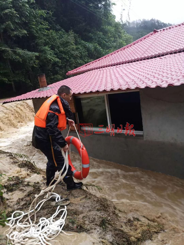 暴雨下的生死救援!今早三明这8名被困人员获救