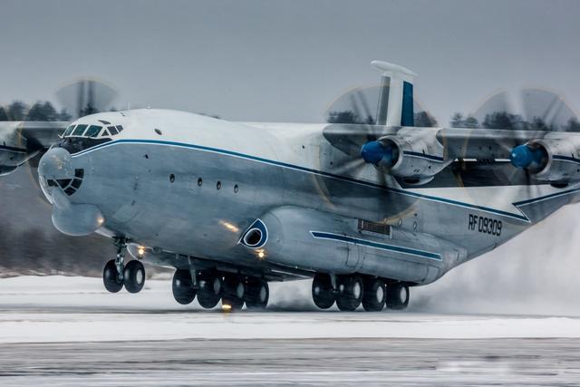 不服不行,苏联40年前建造的这一空中巨兽,比我们的运20还要大