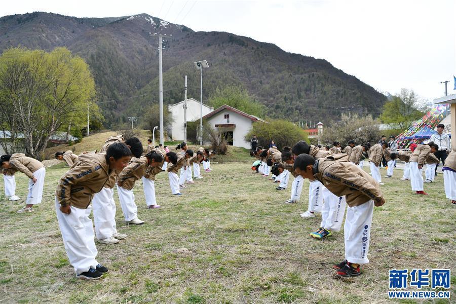 西藏全民健身志愿服务走进校园