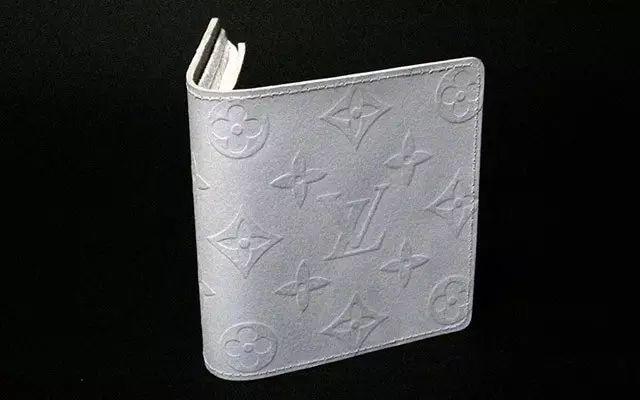 <b>日本小哥用纸做了个LV钱包,竟有网友愿意用真品去换!</b>