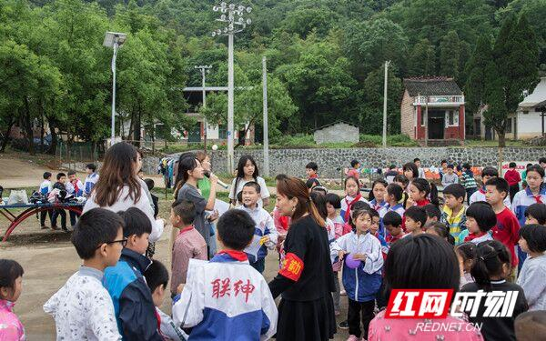 湖南科技学院毕业生党员赴山区小
