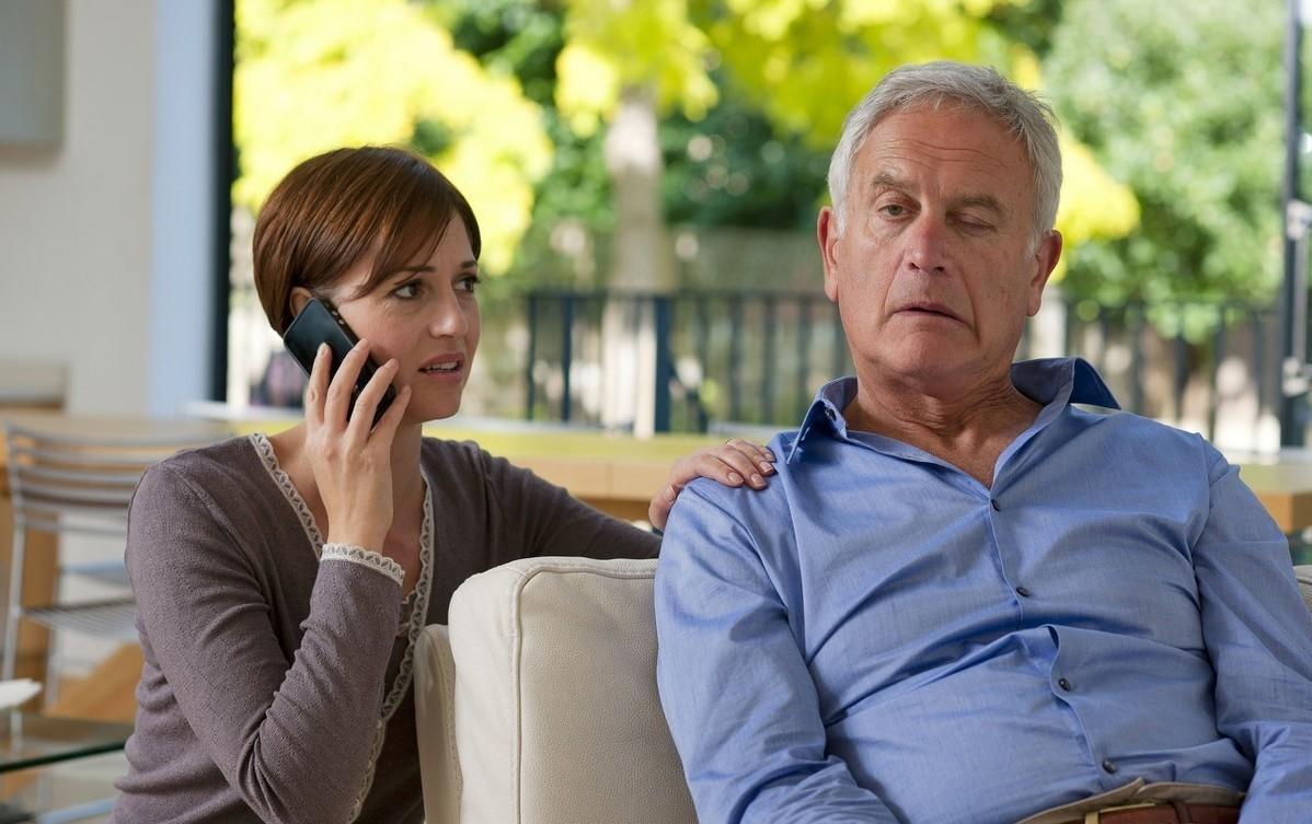 老人突然不会说话,过了一会儿又缓解,有可能是什么病?