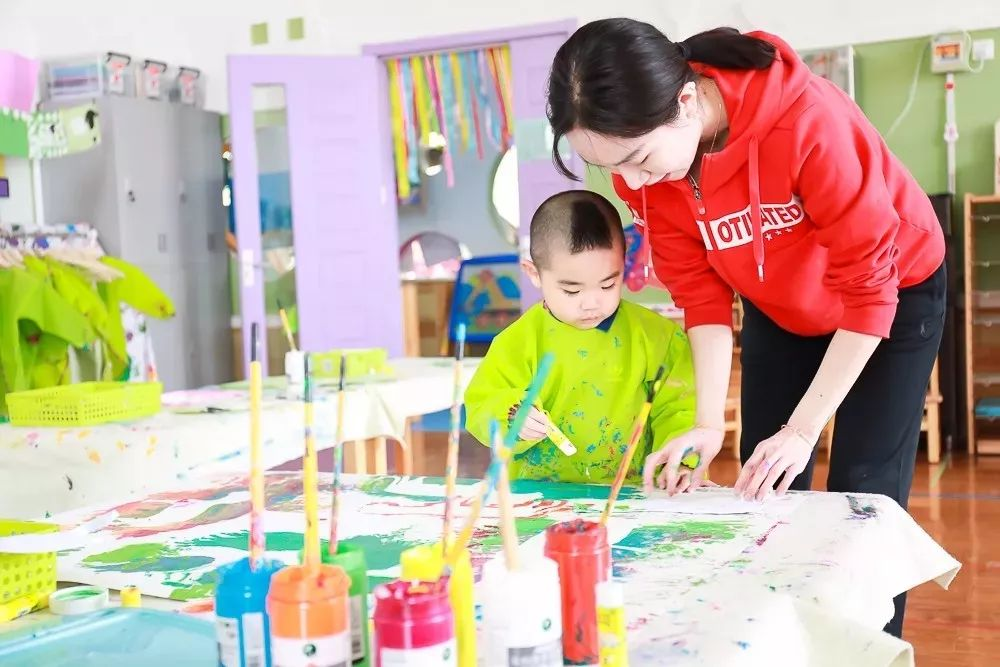 在幼儿园也是玩!为何孩子一定要上幼儿园?