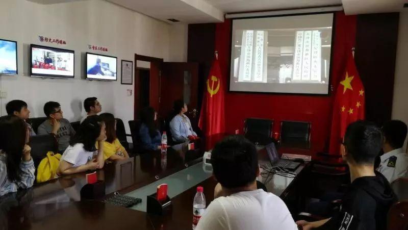研究生党员骨干赴大港消防支队开展党性实践活动