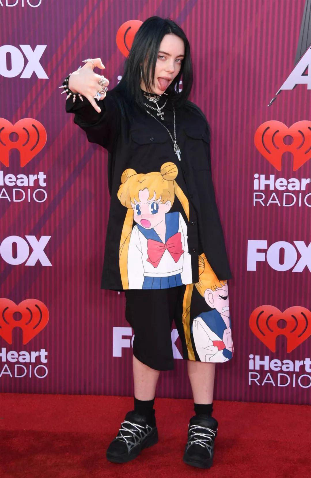 a8683f36eafa47c0a57d891abb75bfa8 - 超酷女歌手Billie Eilish 第一耳就爱上了她!