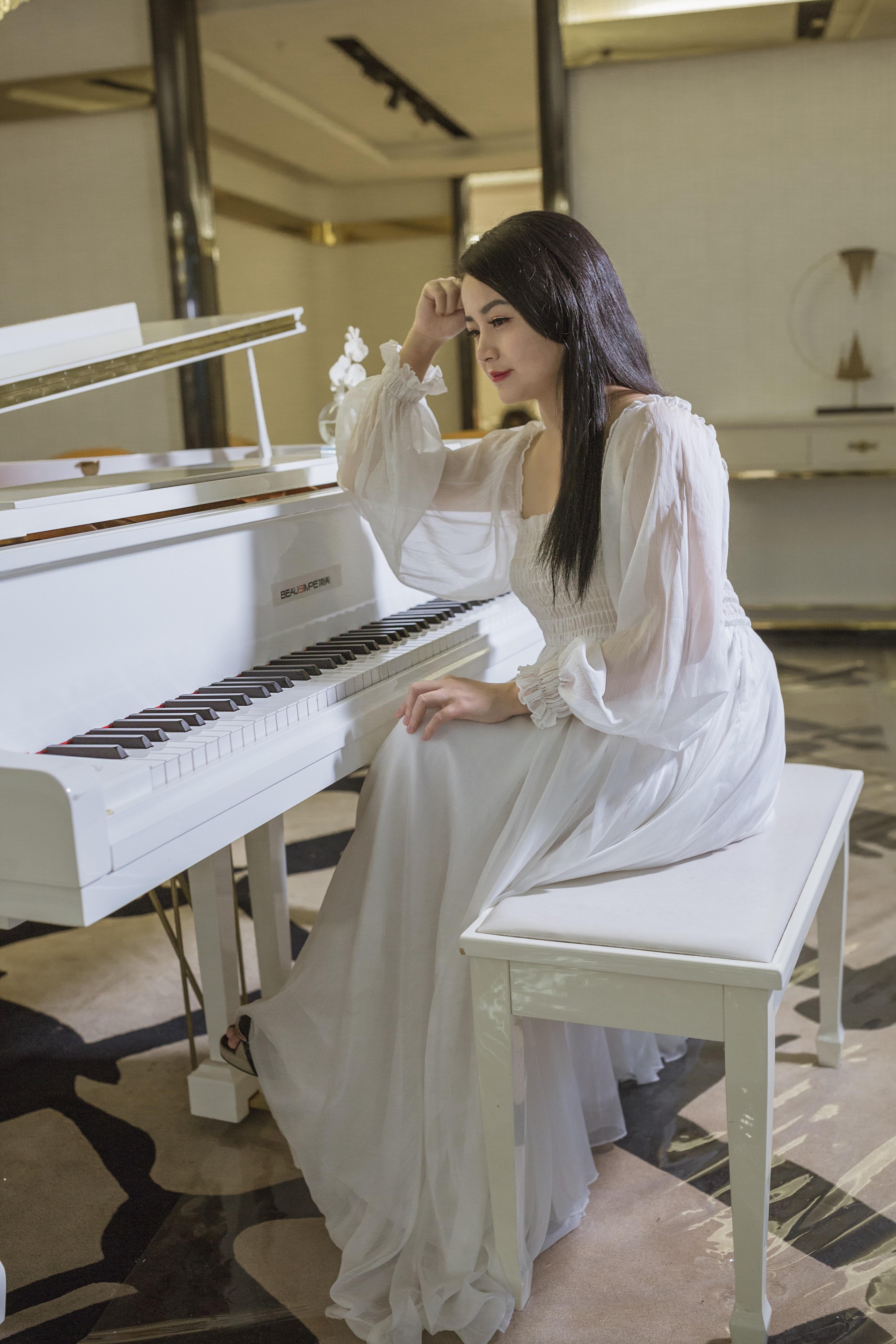 音乐才女袁洁琼全新音乐作品《我的琴声里》甜美首播