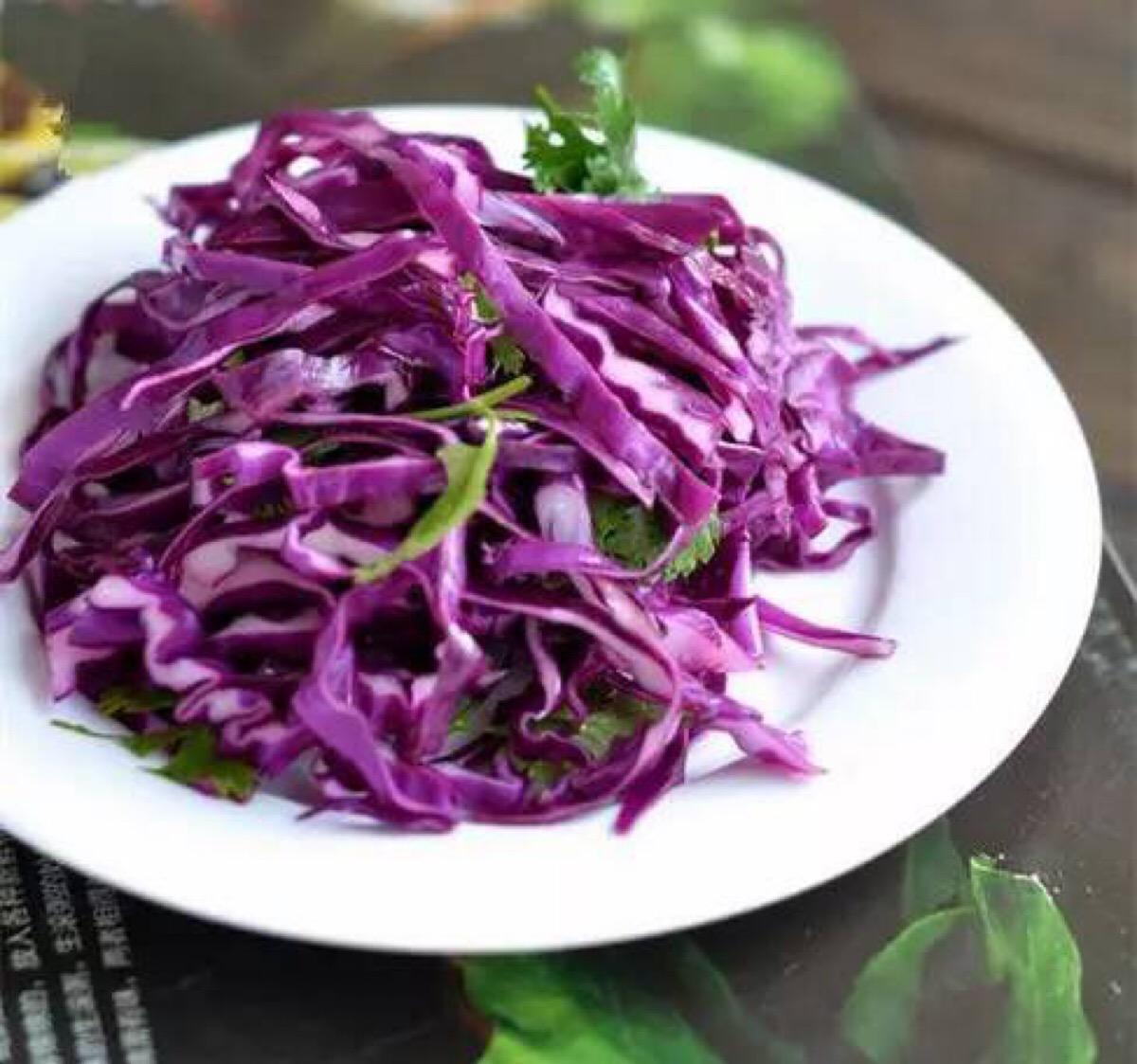 紫甘蓝的家常做法   凉拌紫甘蓝
