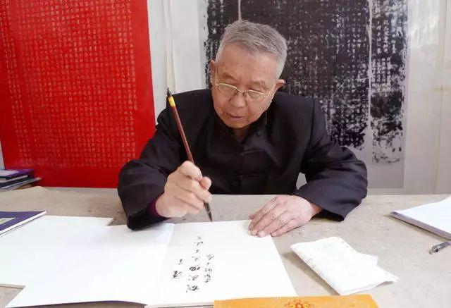 45岁拜师学书法,3次被拒,58岁时6万字楷书折服书协主席!