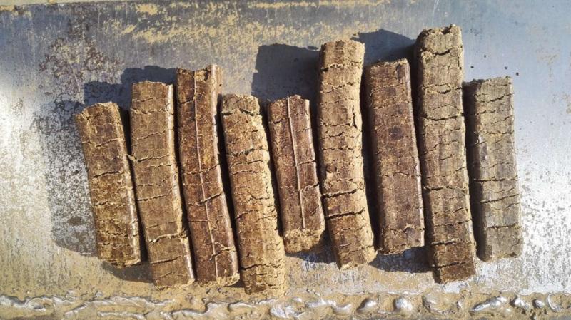 在煤禁时代,花生壳块燃料的独特特性是什么?