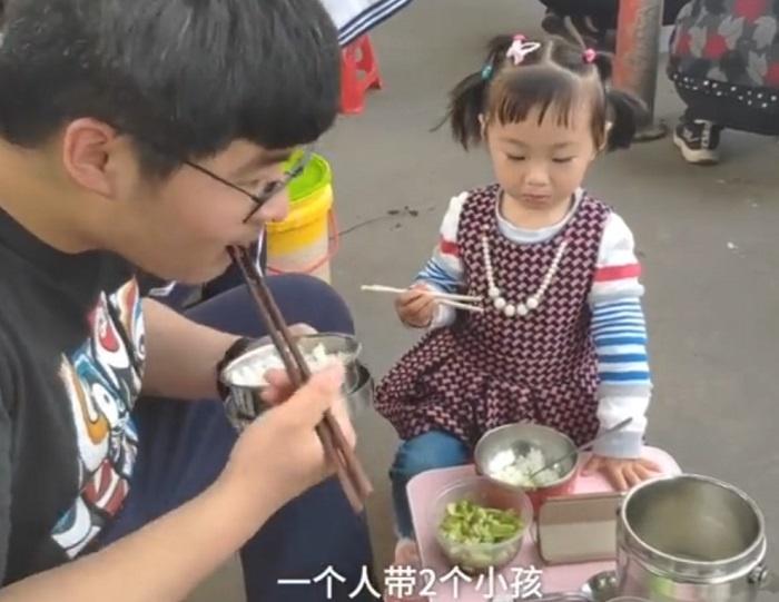 """毛坦厂中学""""最小陪读"""",3岁女童已随奶奶陪读3年!"""