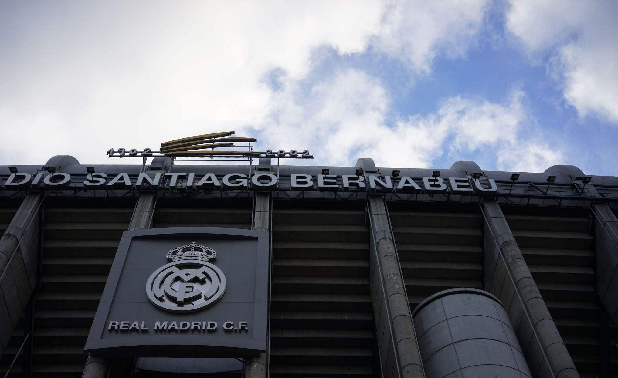 官方网站转会老特拉福德王牌自愿降低薪水为了离开曼联完成皇家马德里的BOB平台