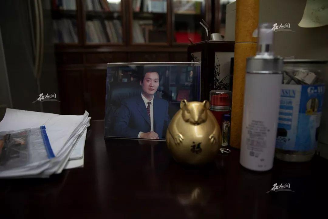 王银达办公室一角,放着他创业时期的照片