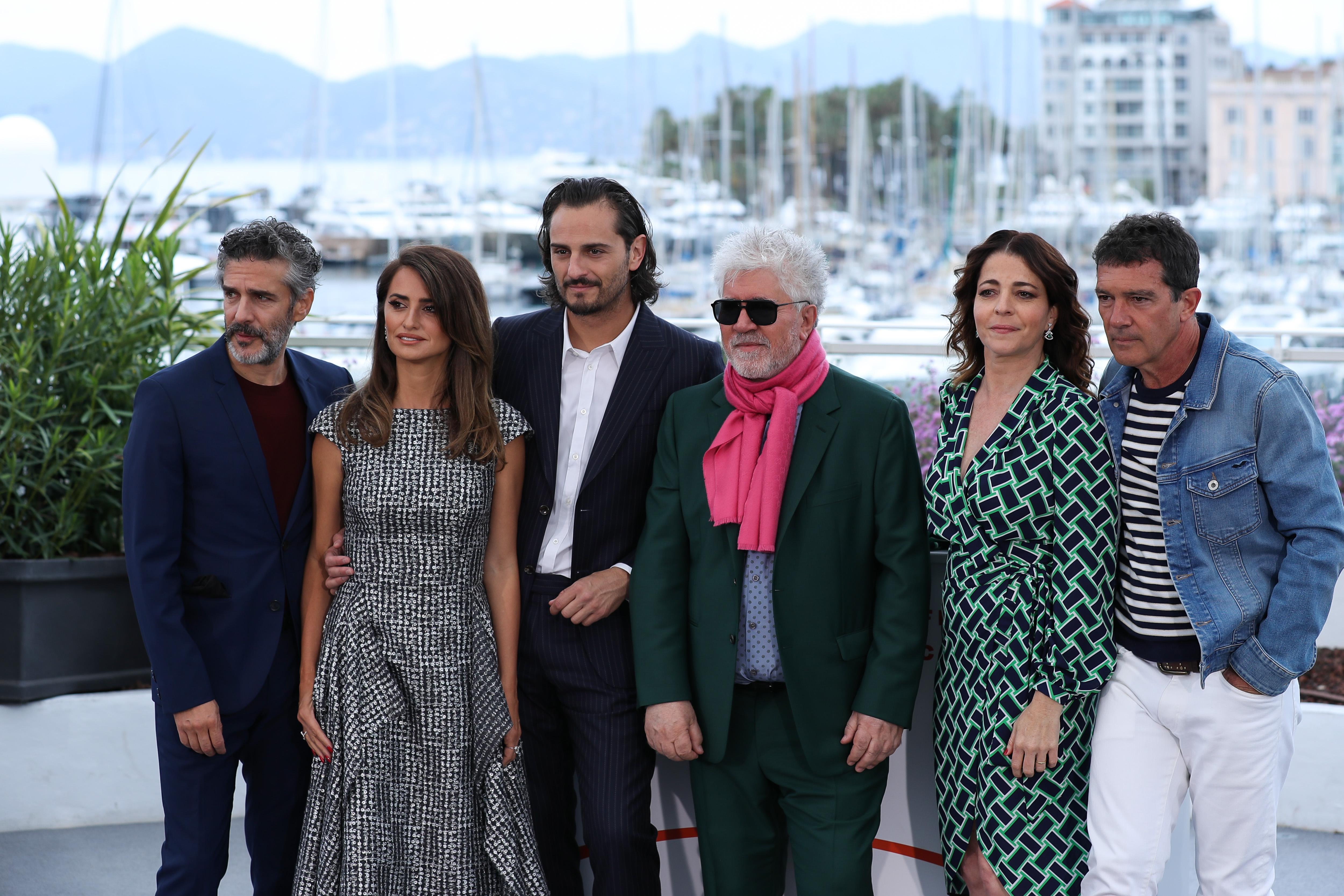 戛纳电影节:西班牙影片《a影片与荣耀》竞逐金棕榈奖像屌丝骑士一样的电影图片
