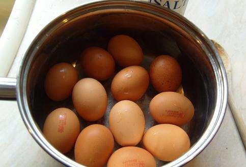 天天吃一颗煮鸡蛋,身体会收获多种好处,但煮鸡蛋时,别犯这种错