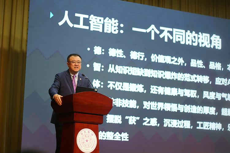 清华北大举办开放日 人工智能成为共同话题